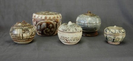 1021: 5 Early Sawankolok Lidded Jars.  H from 5-8cm