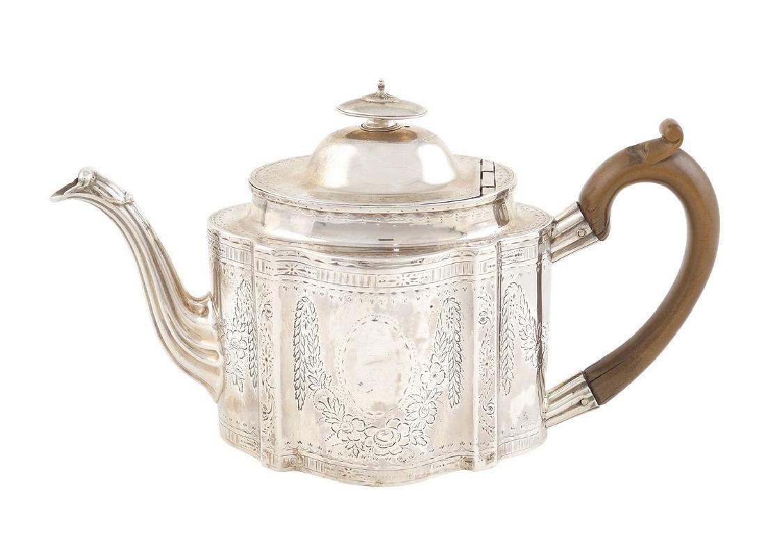 A silver teapot New Castle, George III 1784 15x27x10,5