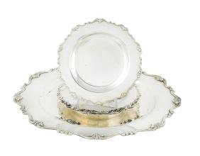 An 800 silver circular tray and five plates Italy, 20th