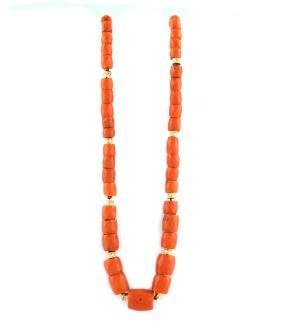 A red coral necklace peso 70,2 gr.