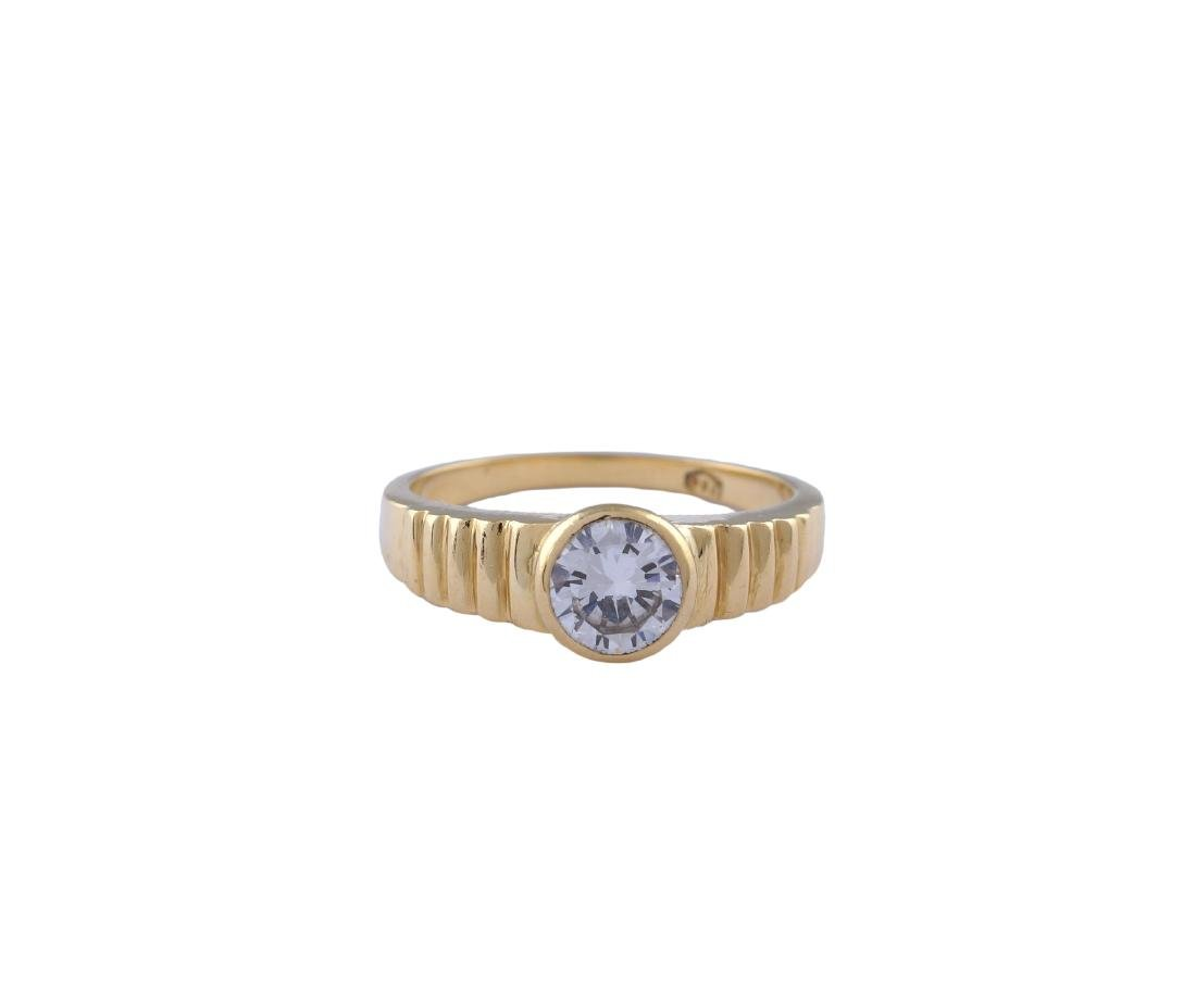 An 18kt gold ring with a diamond peso 6 gr.