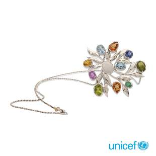 18kt white gold floral pendant brooch weight 20 gr.