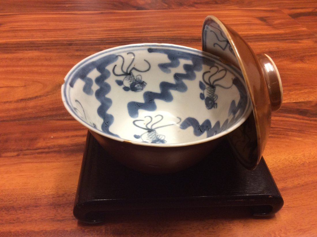 A mid 18th century Nanking cargo blue and white tea cup