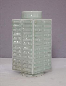 Chinese Monochrome Green Glaze Porcelain Coon Vase