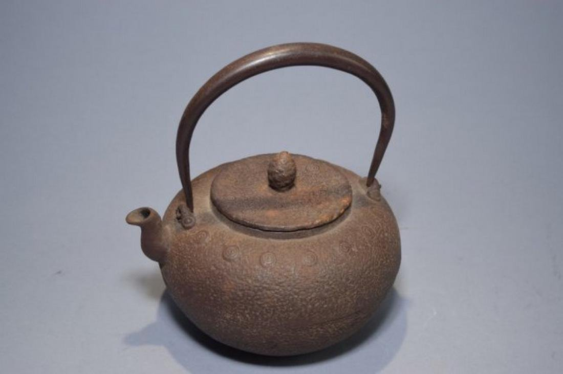 Âsian Japanese Metal Water Pot. Age wear.