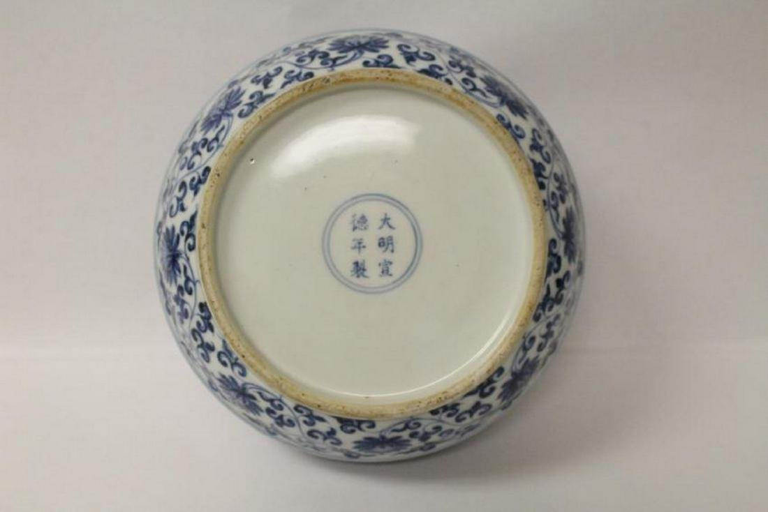 Chinese blue and white porcelain covered box - 5
