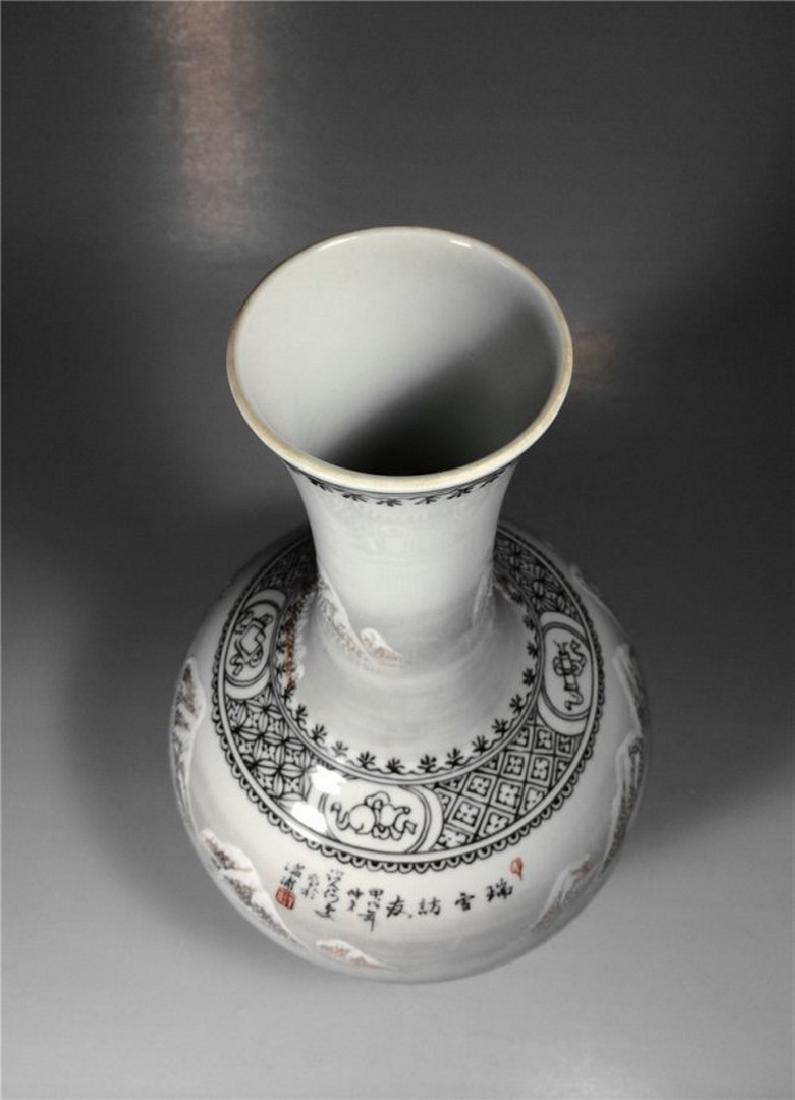 Chinese Antique Beautiful Snow Scene Porcelain Vase. - 3