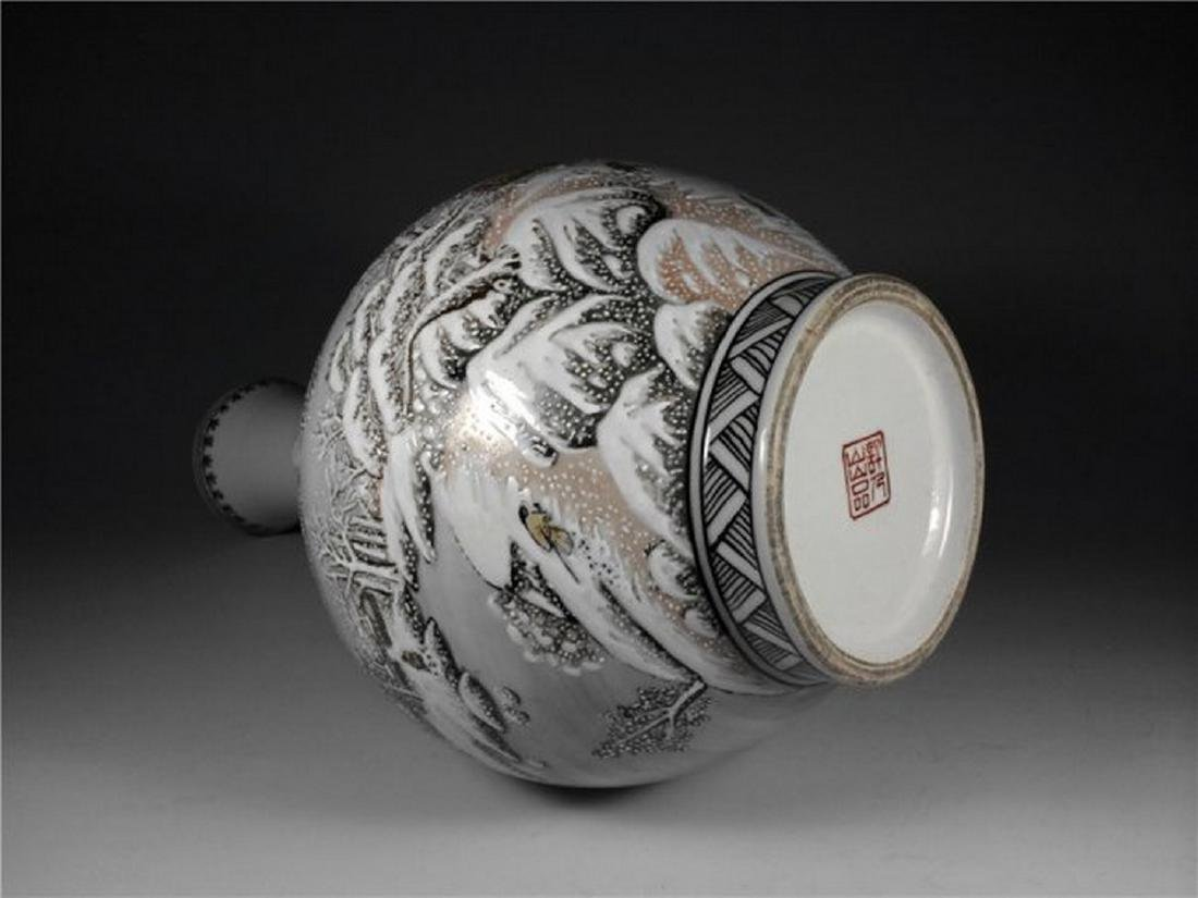 Chinese Antique Beautiful Snow Scene Porcelain Vase. - 4