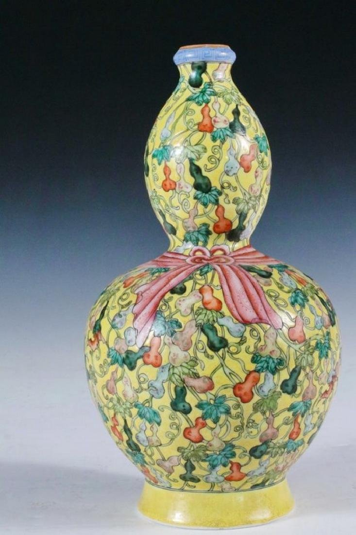 CHINESE PORCELAIN VASE - Huluping Double Gourd Vase in