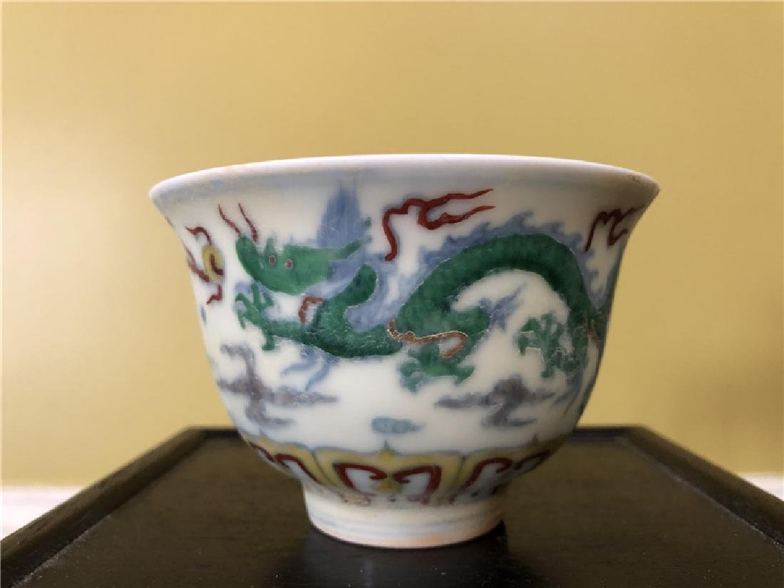 A Chinese Ming Dynasty porcelain cup with dragon - 2