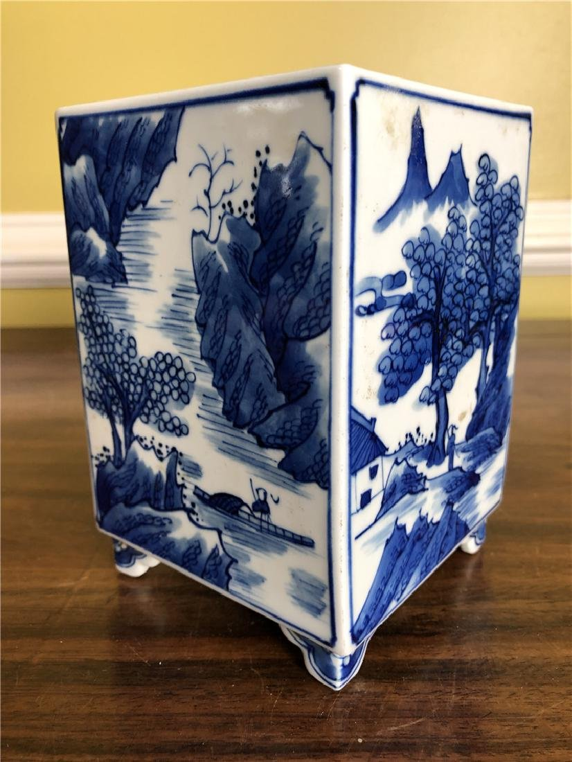 A small Fine Chinese blue and white pen container