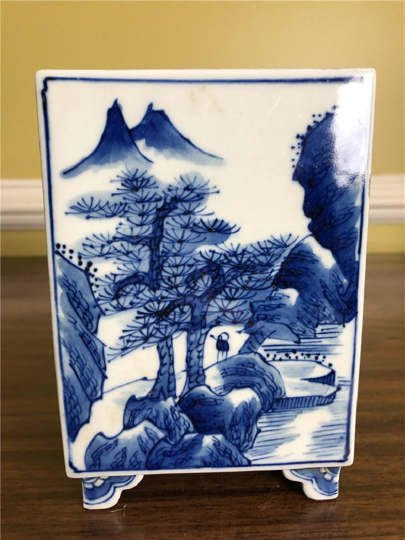 A small Fine Chinese blue and white pen container - 3