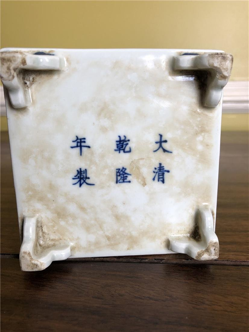 A small Fine Chinese blue and white pen container - 4