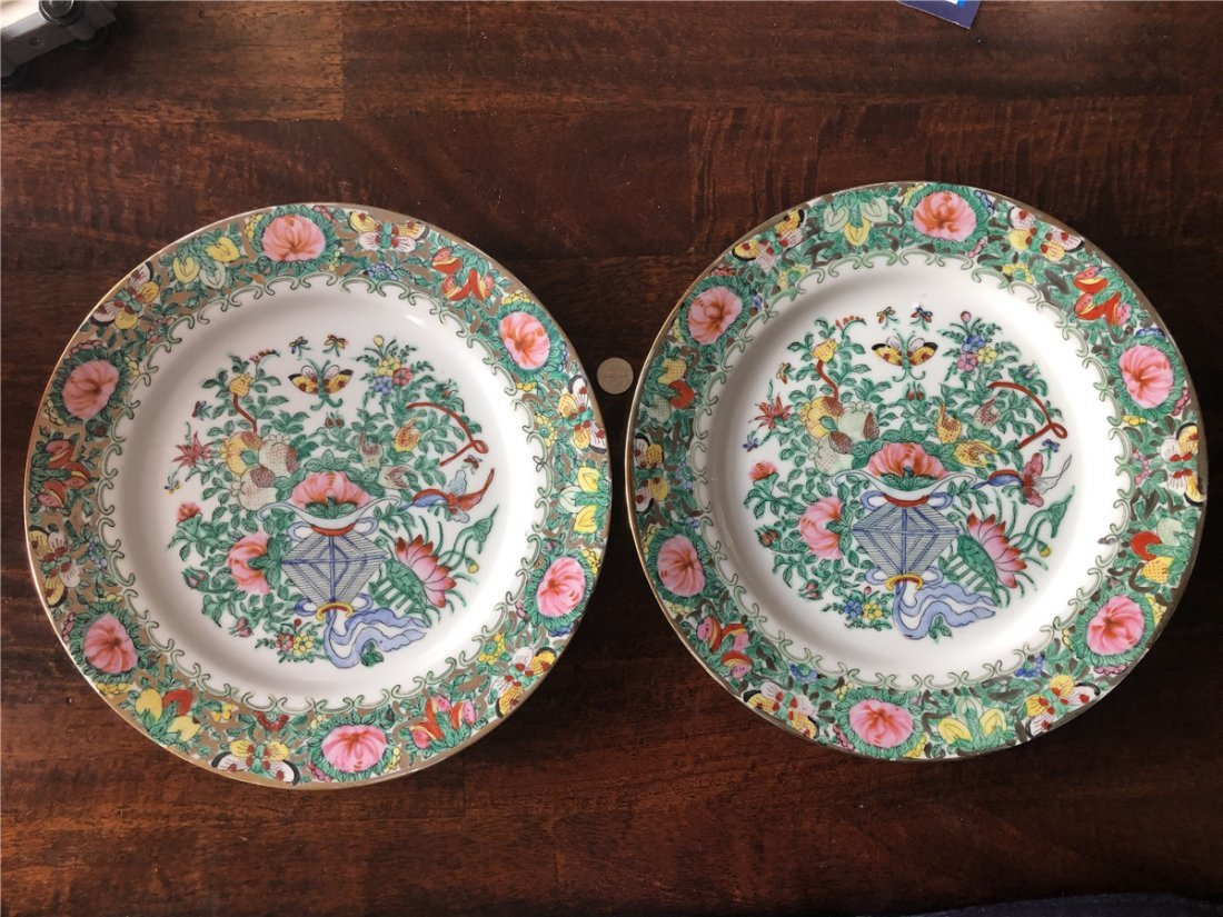 A pair of fine export plates, beautiful painted