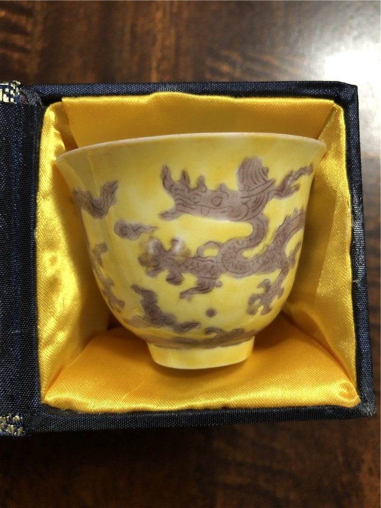 A fine Chinese yellow cup in a box painting with dragon