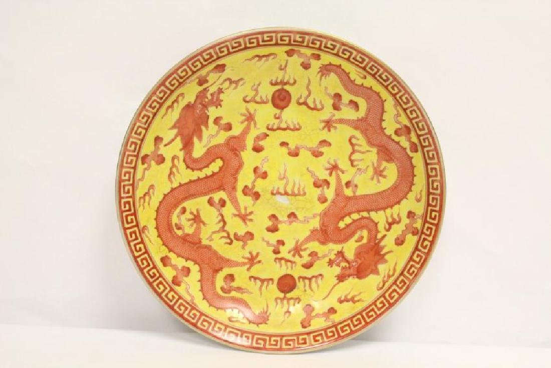 A fine Chinese Yellow Groud plate with dragon painting