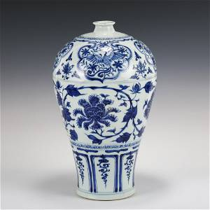Chinese Yuan Dynasty blue and white meiping vase