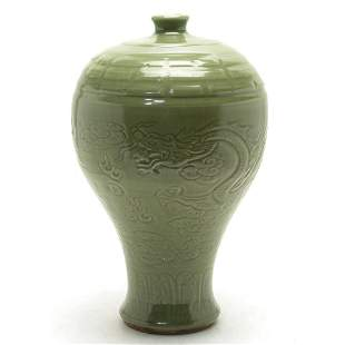 Longquan kiln plum bottle in Ming Dynasty