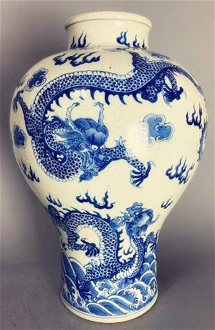 Chinese late Qing Dynasty blue and white dragon
