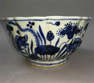 Ming Xuande style blue and white bowl with fish and
