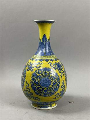 Qianlong jade pot spring vase with blue and white