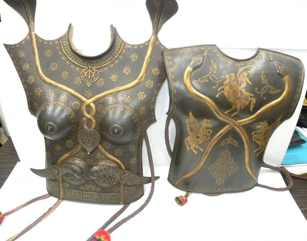 RARE FEMALE WARRIOR CHEST PLATES 2 SIDES 2 DAGGERS