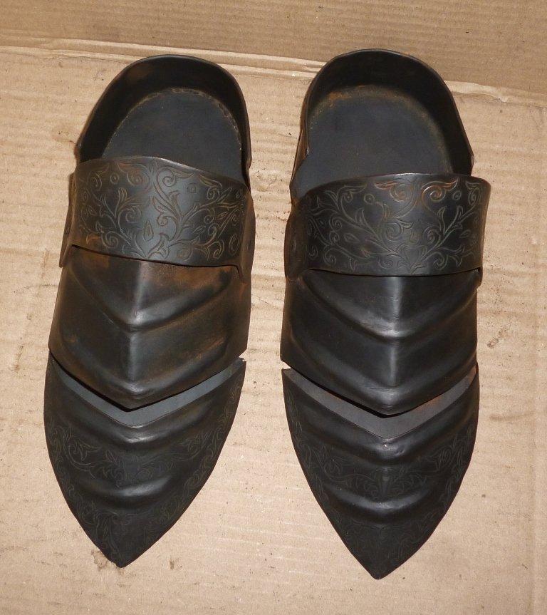 OLD WARRIOR FOOT GUARD SET HAND ENGRAVED STEEL