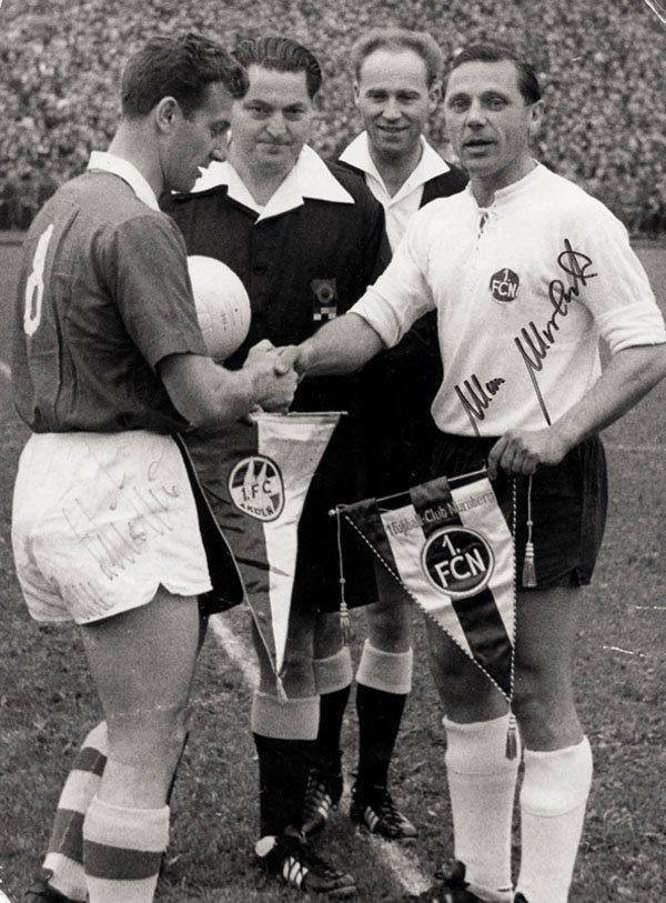 7589: Autograph Football WC 1954