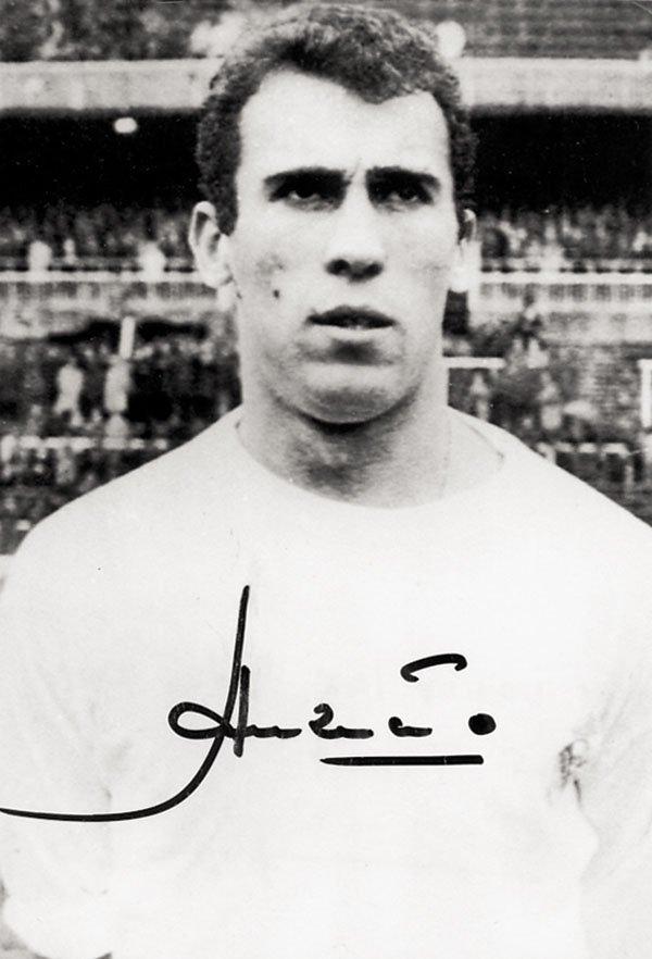 7601: Autograph Football Amancio