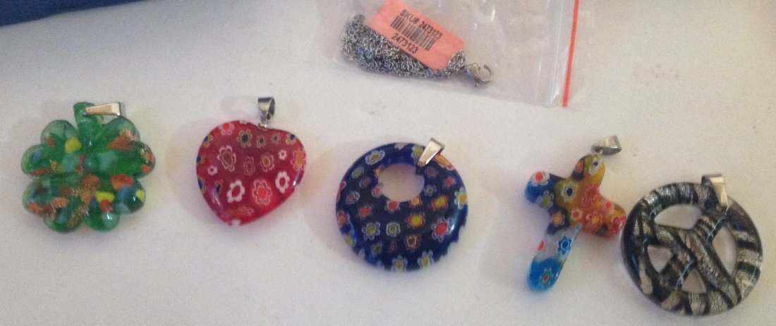 Estate lot of 5 Venetia style murano glass pendants (S)