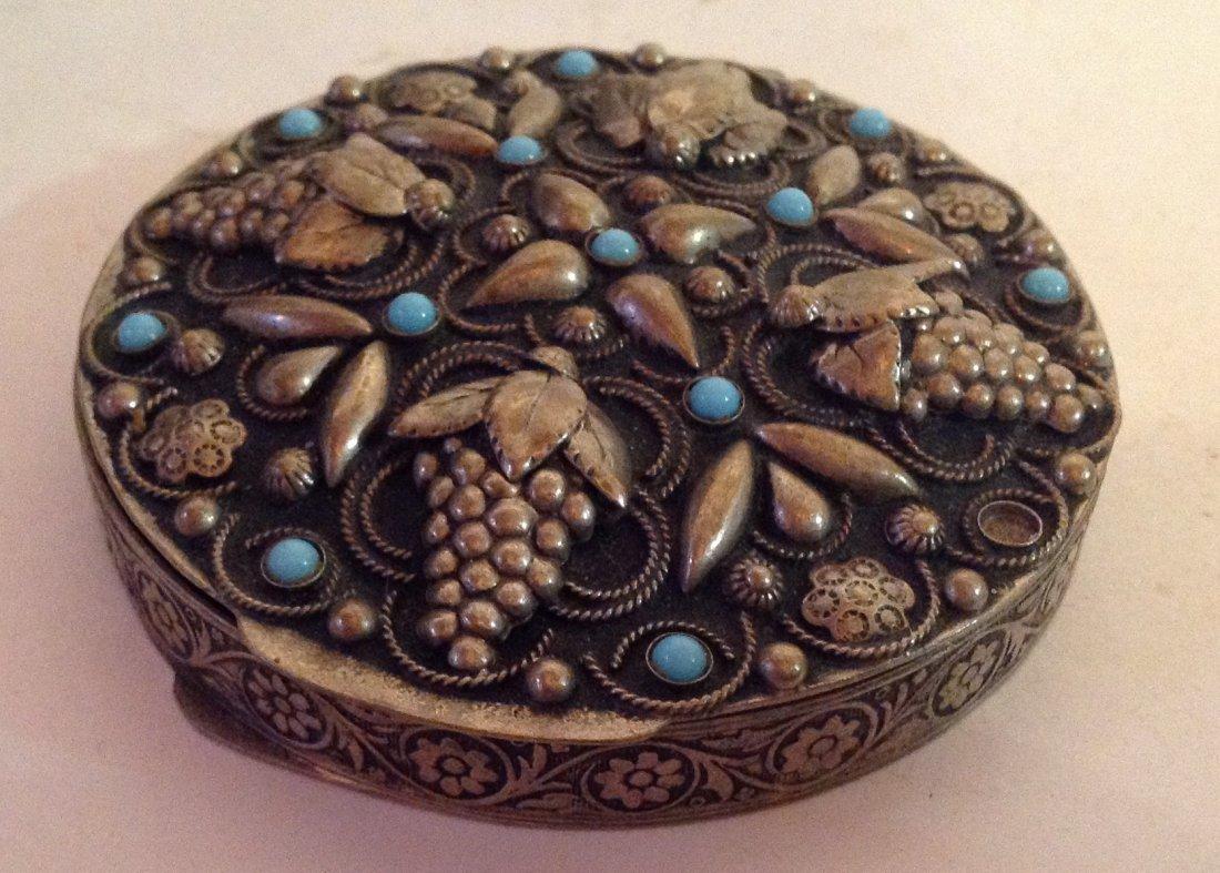 Estate vintage antique ornate silvertone compact (S)