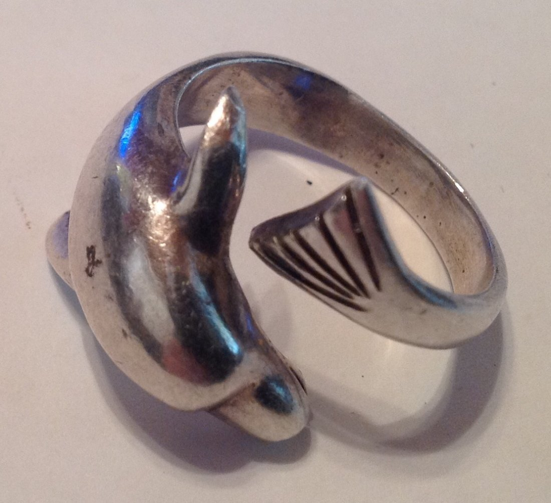 Estate vintage Sterling 3D figurative dolphin ring (S)
