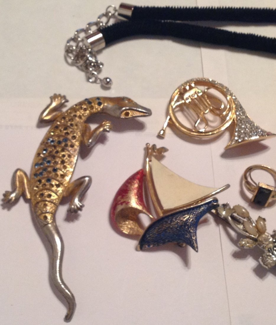 Estate vintage assorted jewelry. (T) - 2