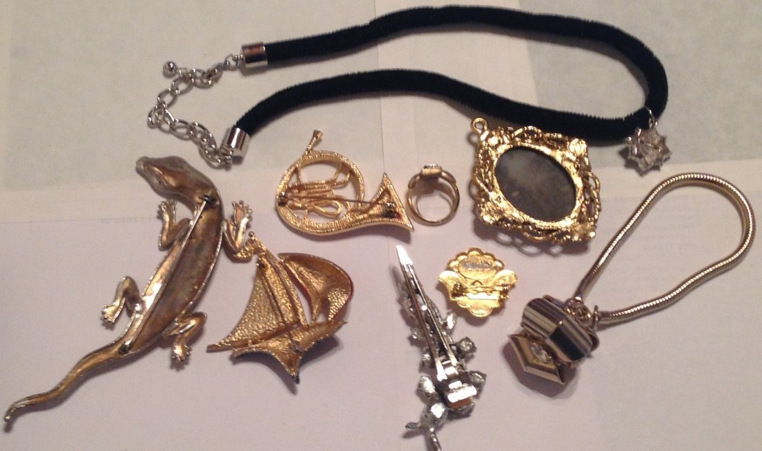 Estate vintage assorted jewelry. (T) - 4