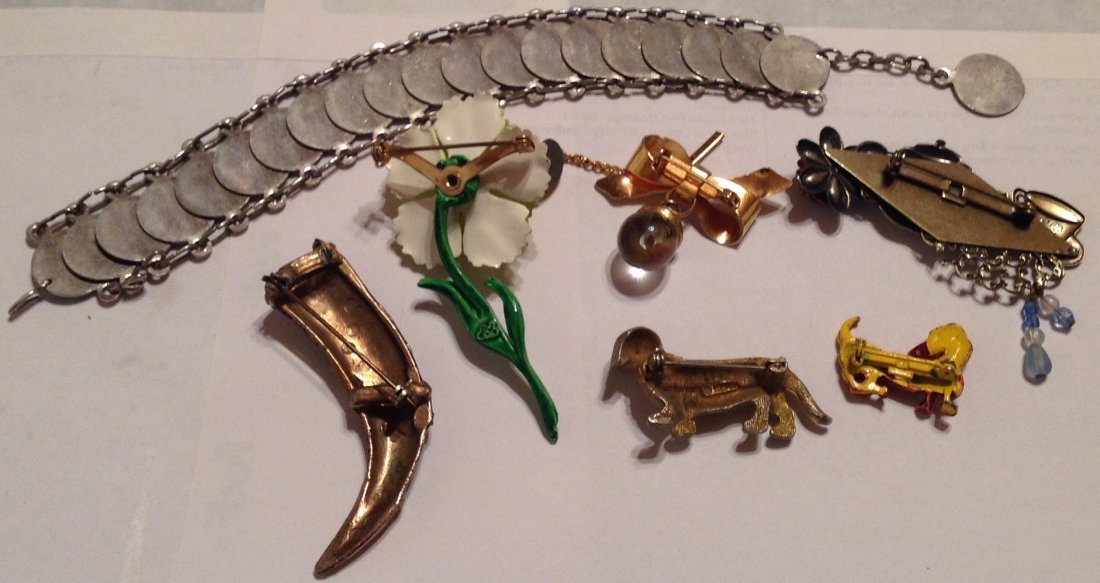 Estate vintage assorted jewelry. (T) - 3