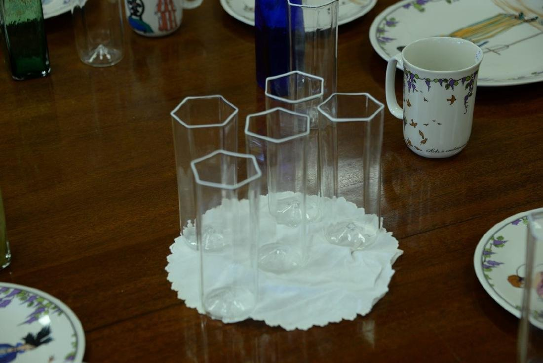Seventeen piece glass lot to include a set of eleven - 5
