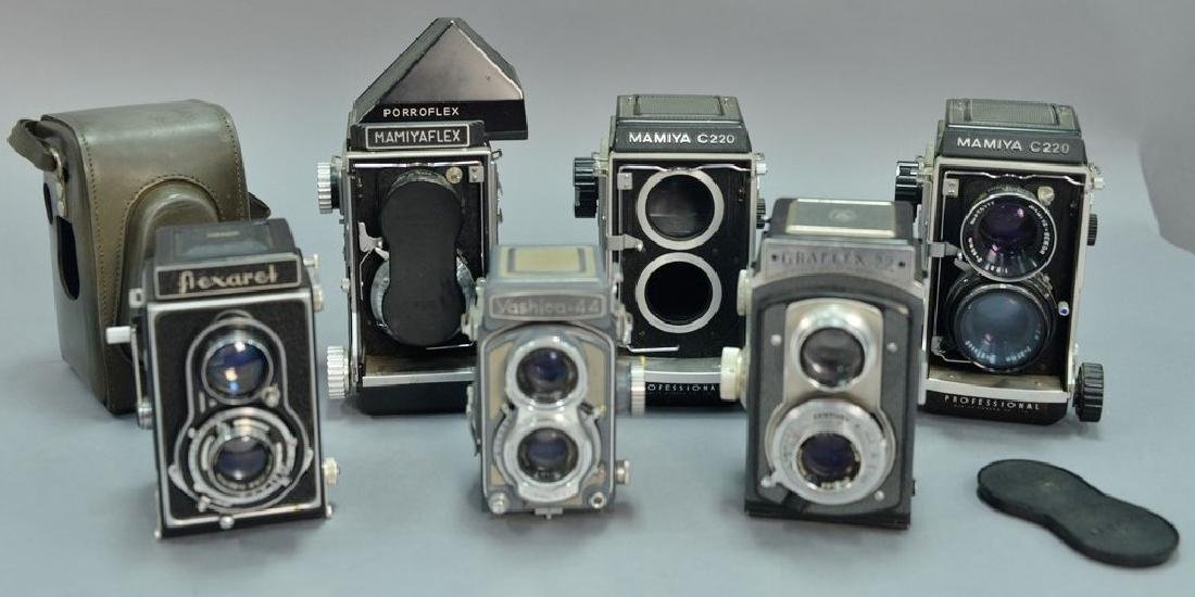 One box lot: Lot of twin lens reflex cameras including