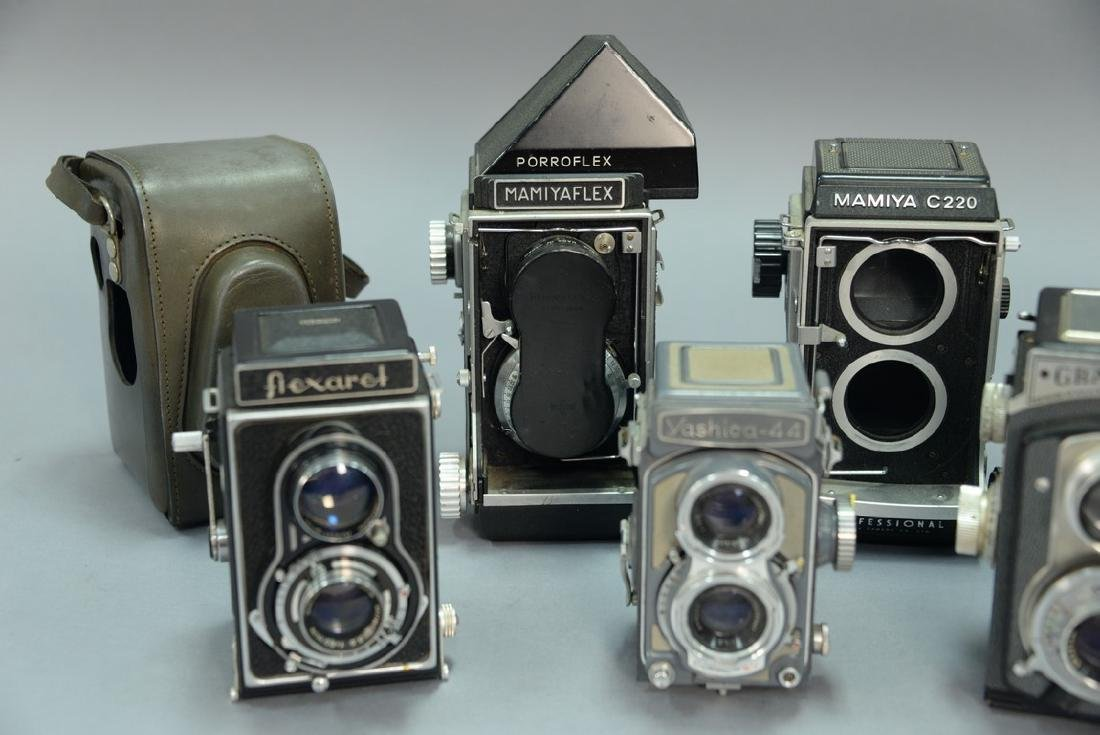 One box lot: Lot of twin lens reflex cameras including - 2