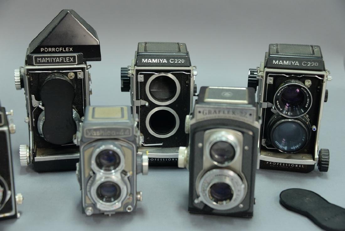 One box lot: Lot of twin lens reflex cameras including - 3