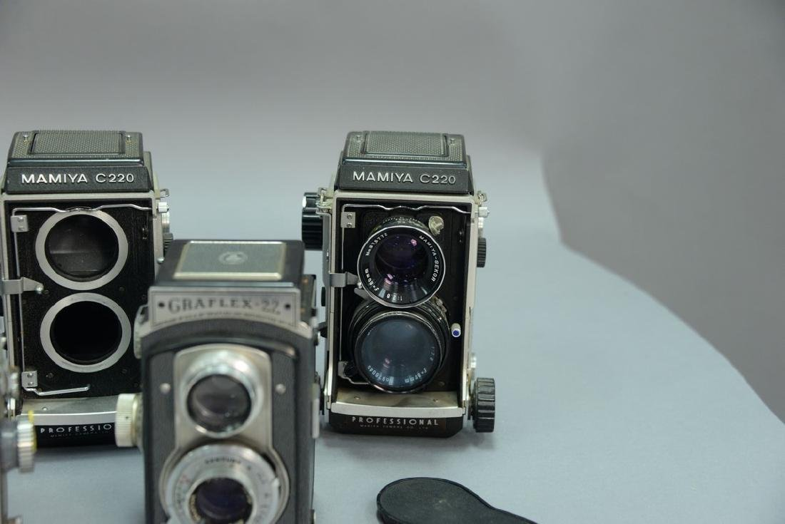 One box lot: Lot of twin lens reflex cameras including - 4