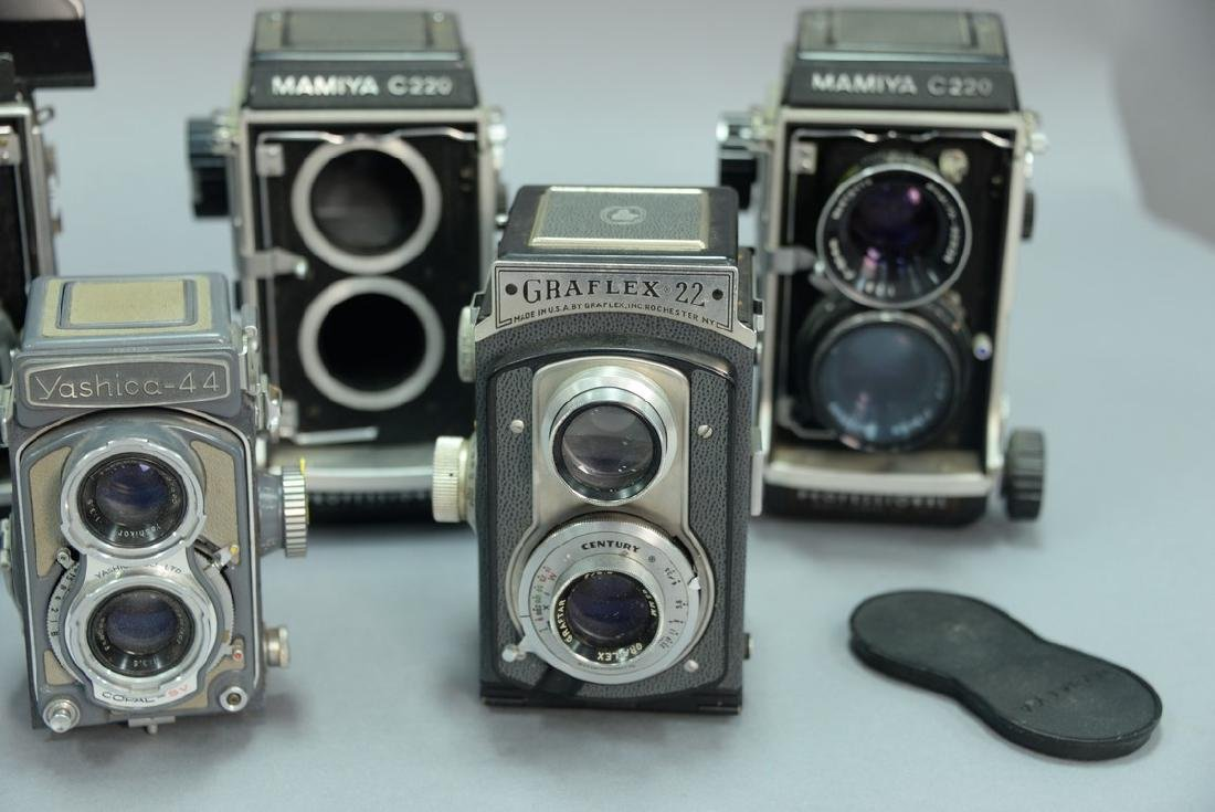 One box lot: Lot of twin lens reflex cameras including - 5