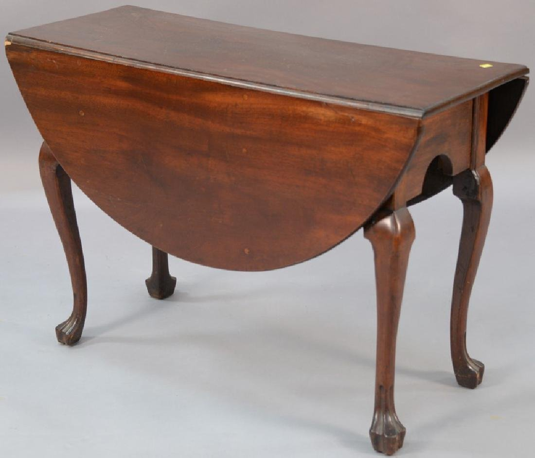 Mahogany Queen Anne drop leaf table with oval drop