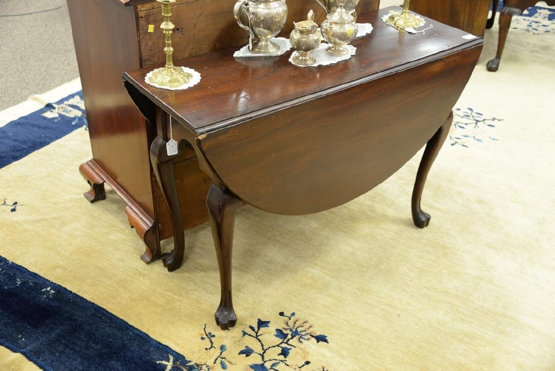 Mahogany Queen Anne drop leaf table with oval drop - 2
