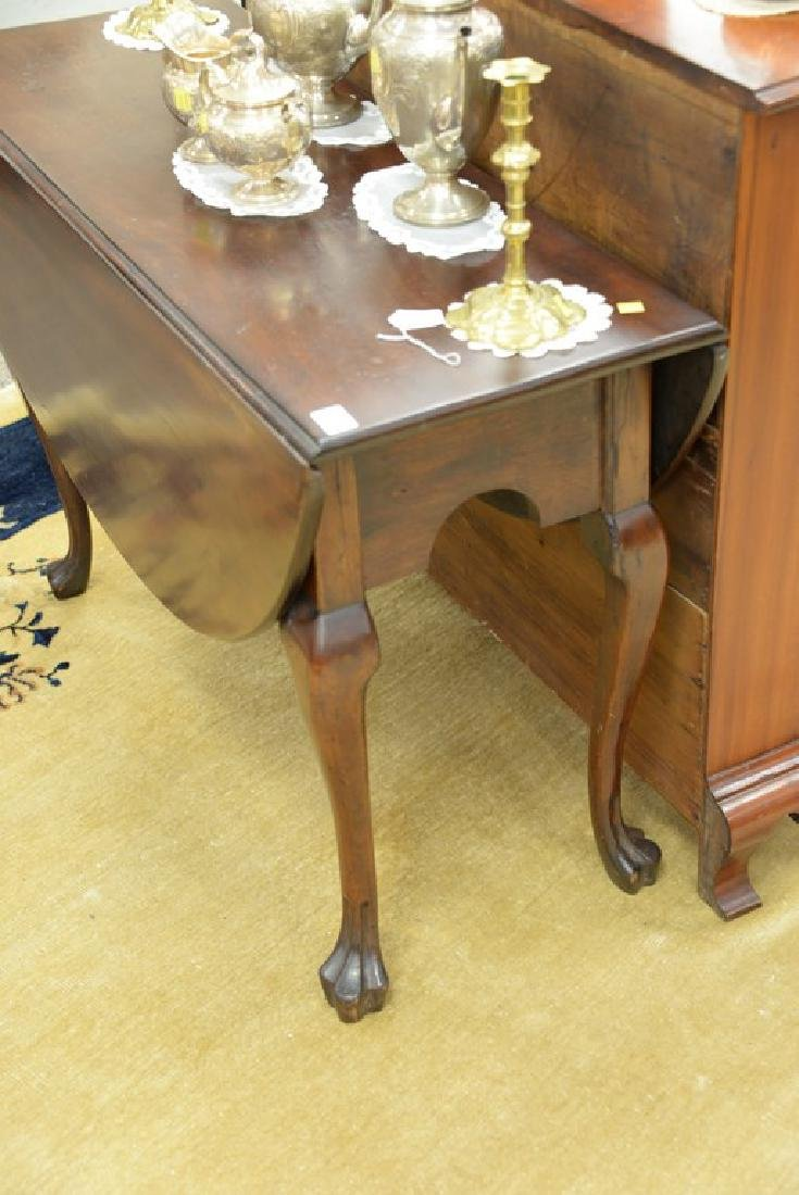 Mahogany Queen Anne drop leaf table with oval drop - 3