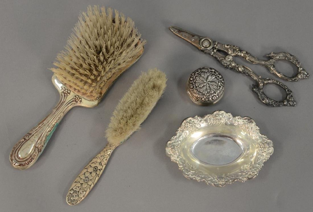 Tray lot with sterling silver dresser set pieces