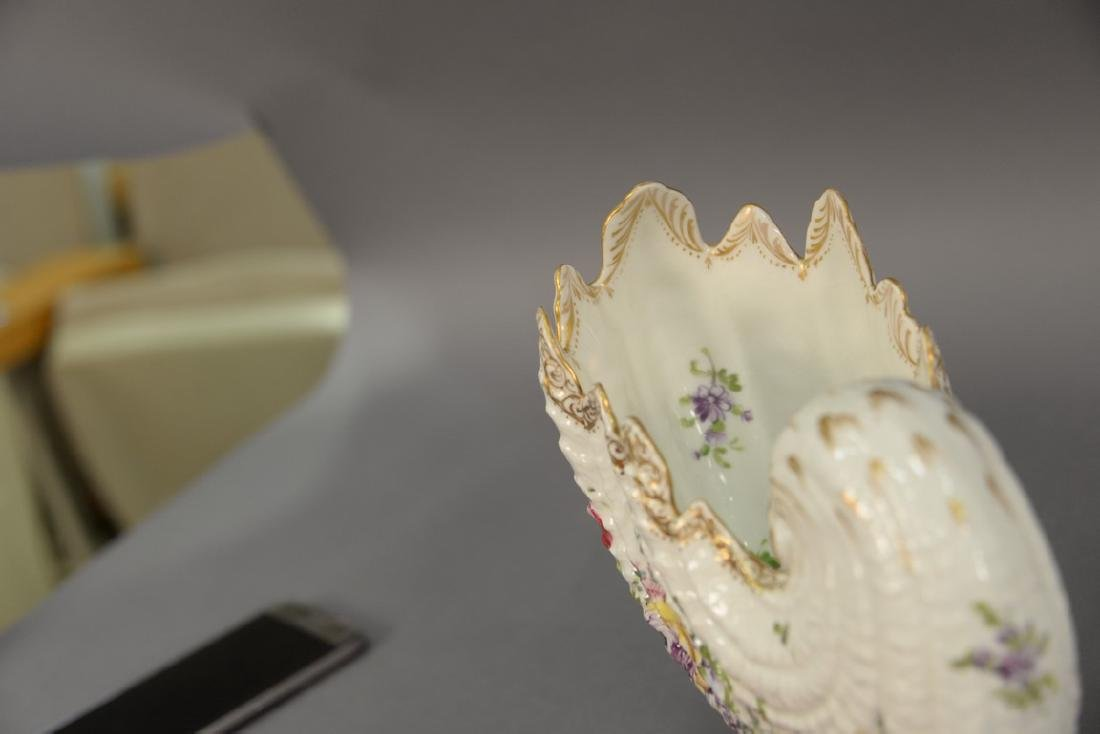 Pair of German porcelain Nautilus shell shaped bowls on - 4