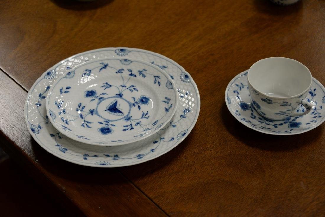 Seventy-five piece Danish porcelain blue and white - 5