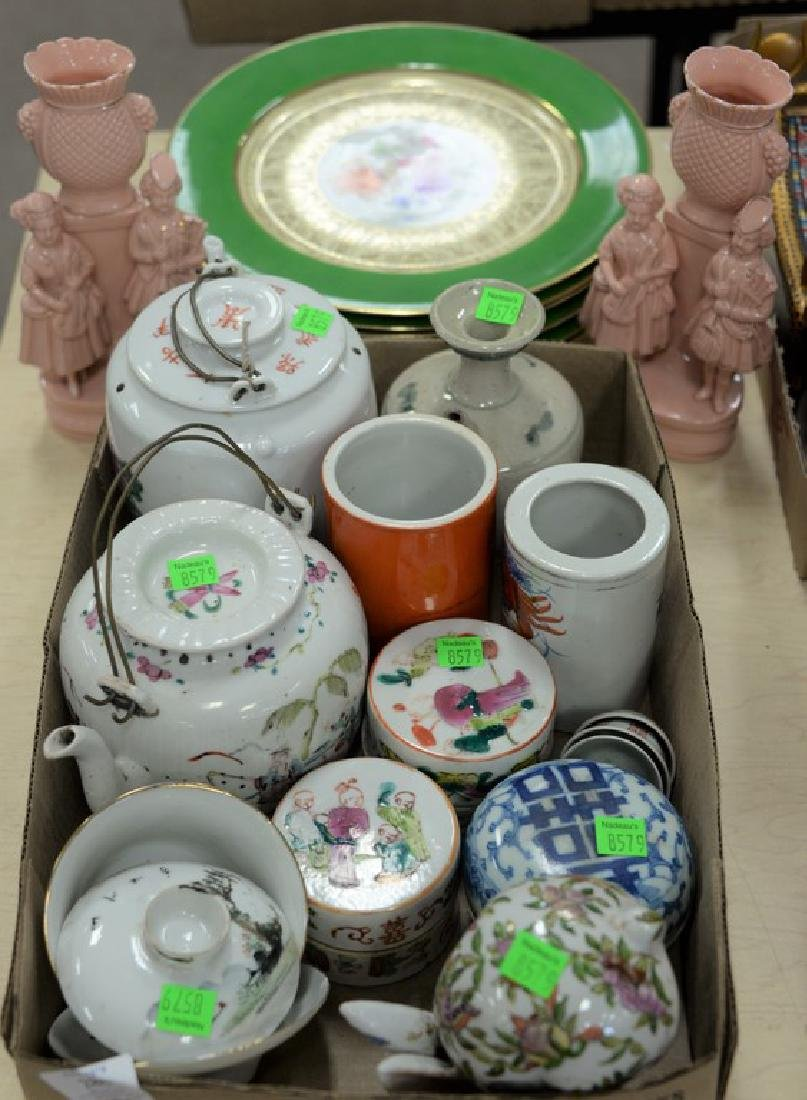 Box lot of Chinese porcelain cosmetic boxes, tea pots,