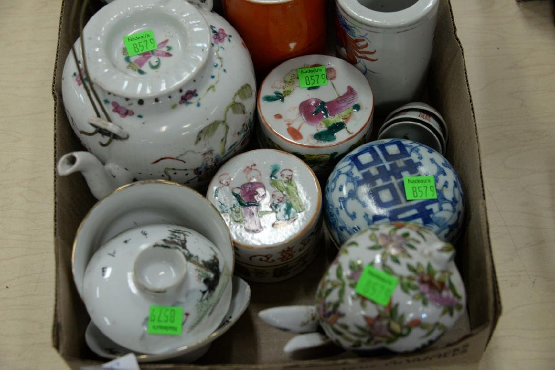 Box lot of Chinese porcelain cosmetic boxes, tea pots, - 2