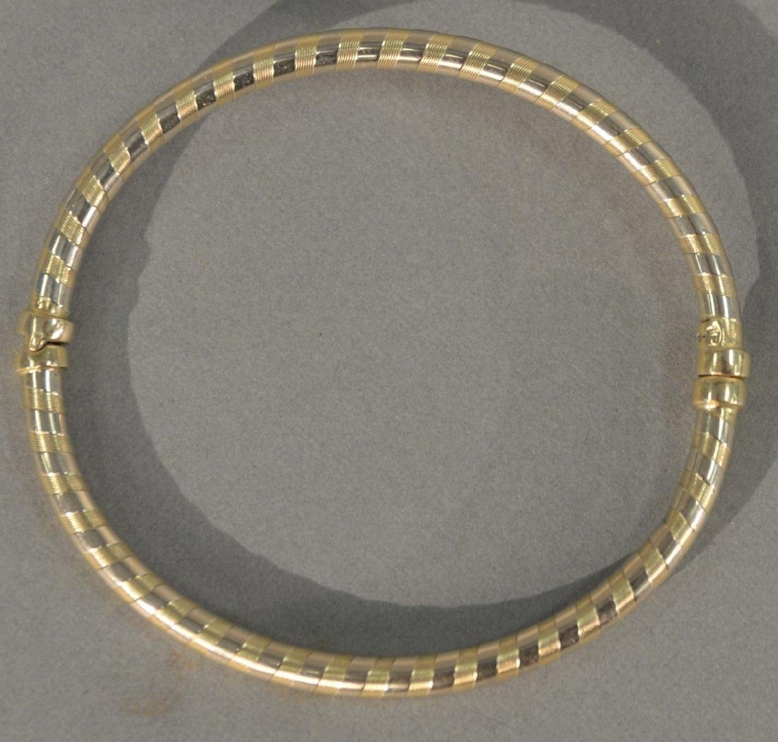 14 karat gold bangle bracelet. 8.8 grams